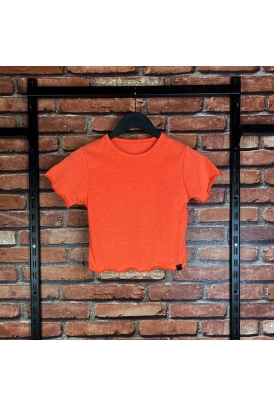 Fit and Size Kadın Fırfırlı Düz Renk Kısa Kollu Crop-Top Pamuklu T-Shirt