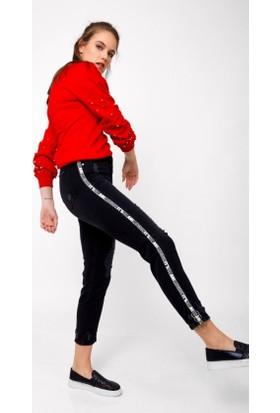 Eka Yüksek Bel Yanı Yazılı Halka Aksesuarlı Yırtık Pantolon