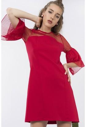 İroni Kolları Kırmızı Pliseli Elbise