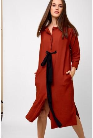 Eka Önü Düğmeli Beli Kuşaklı Elbise