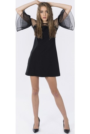 İroni Kolları Siyah Pliseli Elbise