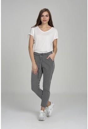 Giyimsel Kadın Belden Bağçıklı Beyaz Çizgili Siyah Pantolon