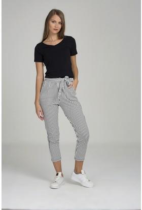 Giyimsel Kadın Belden Bağçıklı Siyah Çizgili Beyaz Pantolon