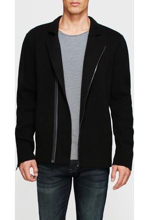 Mavi Triko Siyah Ceket