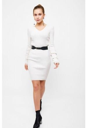Eka V Yaka Kolları Volanlı Triko Elbise