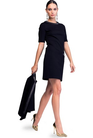 Vekem Yakası Nakışlı Elbise