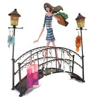 Kanca Ev Köprüde Genç Kız Mavi Elbiseli Takı Askılığı
