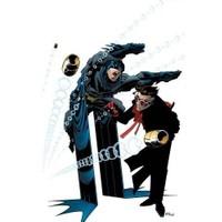 DC Comics Batman by Ed Brubaker Vol. 1 İngilizce Çizgi Roman