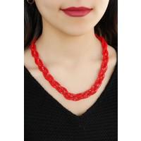 Kırmızı Renkli Metal Hasır Tasarım Örgü Detaylı Bayan Kolye Modeli