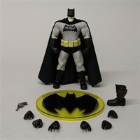 Mezco Toyz The Dark Knight Batman One:12 Collective Action Figure