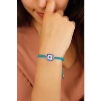 Çınar E-Ticaret Mavi İp Tasarımlı Kare Detaylı Taşlı Bayan Bileklik Modeli
