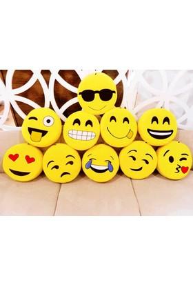 Toptancı Kapında Farklı Modellerde Emoji Yastıkları