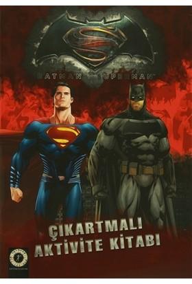 Batman Süperman Çıkartmalı Aktivite Kitabı