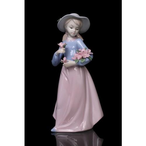 Gift Cloud Çiçekçi Kız Figürlü Porselen Biblo
