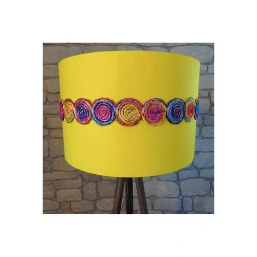 Lambada Yuvarlak Şerit Aksesuarlı Tripod Lambader(Sarı/Ceviz Ayak)