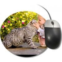 Fotografyabaskı Kedi İle Küçük Kız Yuvarlak Mouse Pad