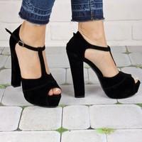 İnce Topuk Siyah Süet Bilekten Bağlamalı Ayakkabı