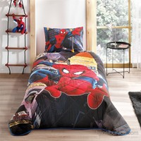 Taç Lisanslı Spiderman In City Tek Kişilik Yatak Örtüsü