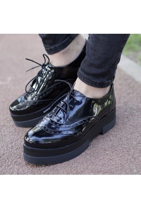 İnce Topuk Siyah Rugan Oxford Ayakkabı