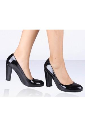 İnce Topuk Siyah Rugan Topuklu Ayakkabı
