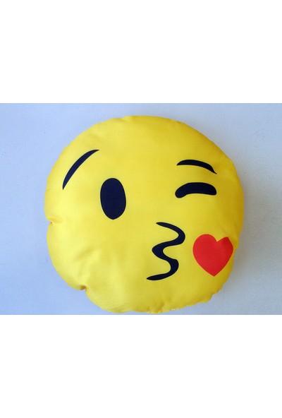 Comcom Yastık Kalpten Bir Öpücük - Emoji Eğlenceli Yastık