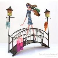 Takılık Köprüde Genç Kız Mavi Elbiseli