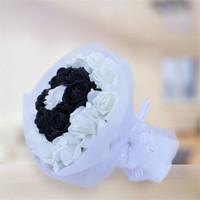 Sevgiliye Romantik Hediye Siyah Beyaz Taraftar Buket