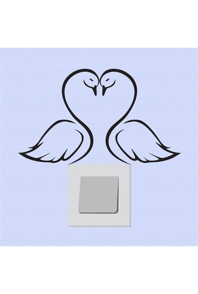 Modelce Aşık Kuğular Priz Sticker