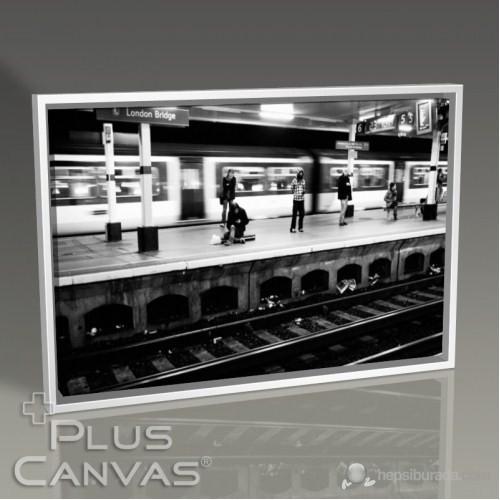 Pluscanvas - Kerem Soyoz - London Bridge Station Tablo