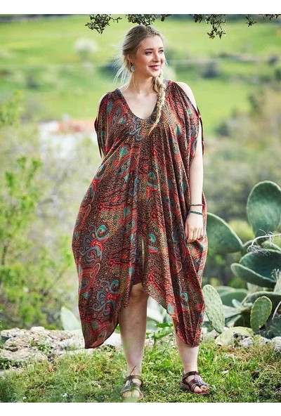 Ege Kayık Yaka Omzu Açık Kahve Şal Desenli Büyük Beden Elbise