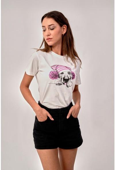 By Tümer Sevimli Köpek Baskılı Beyaz Kadın Tişört