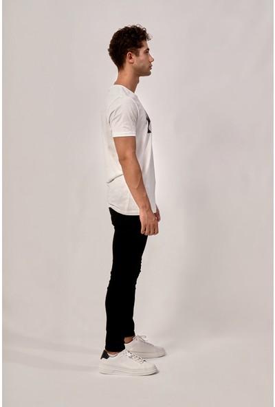 By Tümer Çokgen Şekilli Gergedan Baskılı Beyaz Erkek Tişört