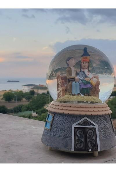 Bent Sokak Lambası Altında Bankta Oturan Aşıklar Işıklı Müzikli Büyük Boy Motorlu Kar Küresi