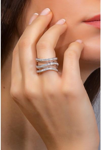 Glint Point Üç Sıra Zirkon Taşlı Yatay Dalga Model Kadın Gümüş Yüzük