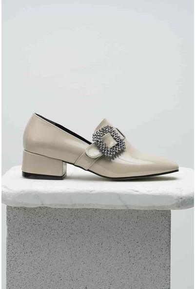 Mio Gusto Ten Rengi Rugan, Taşlı Tokalı Topuklu Ayakkabı