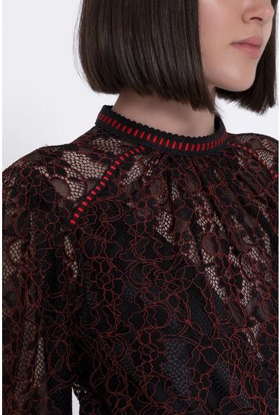 GIZIA Kırmızı Dantel ve Şerit Detaylı Siyah Bluz