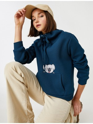 Koton Uzun Kollu Cepli Baskılı Sweatshirt