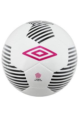 Umbro 20546U-Cwq Neo Target Fifa Onaylı Yapıştırma 5 No Futbol Topu