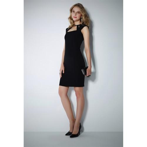 Ervans Yaka Detaylı Elbise Siyah