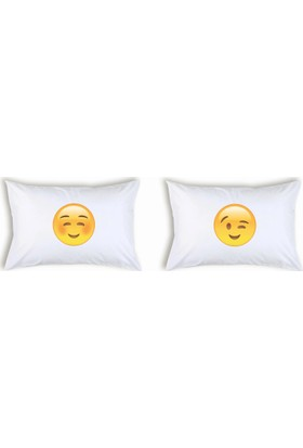 Hediye Mucidi Gülümseyen Yanakları Kızaran Emoji Çift Yastık Kılıfı