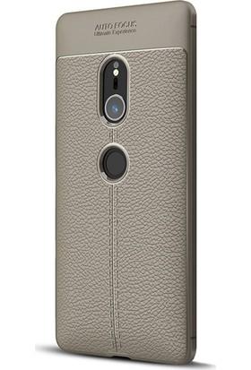 Microsonic Sony Xperia XZ2 Kılıf Deri Dokulu Silikon Gri