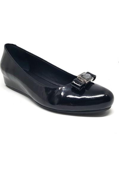 Shop And Shoes 001-1502882 Kadın Ayakkabı Siyah Rugan