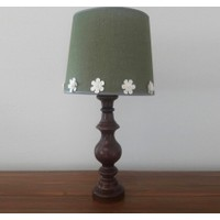 Lambada K244 Çiçek Aksesuarlı Ceviz Renk Torna Ayaklı Keten Şapkalı Abajur Yeşil