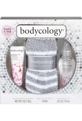 Bodycology Cherish The Moment 3'lü Hediye Seti - Krem Vücut Spreyi Ve Çorap