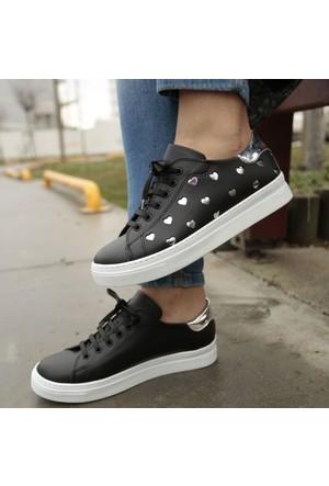 İnce Topuk Siyah Bağcıklı Spor Ayakkabı