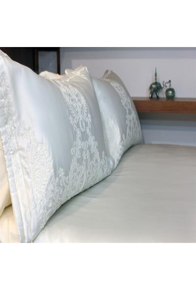 Senin Tarzın Silana Boncuk İşlemeli Yatak Örtüsü
