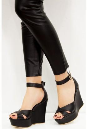 Fox Shoes Siyah Kadın Dolgu Topuklu Sandalet D459617709