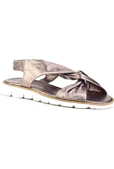 Cabani Çapraz Bağlı Büzgülü Günlük Kadın Sandalet Gri Deri