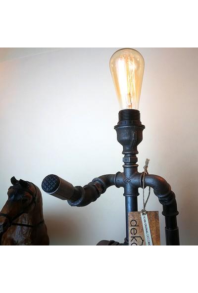 Dekorle Dört Ayaklı Adam Modeli Masa Lambası - DL01124