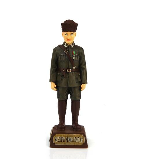 Kahraman Üniformalı Kalpaklı Atatürk